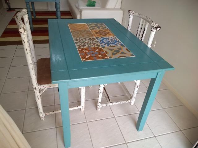 Mesa mosaico + 2 cadeiras