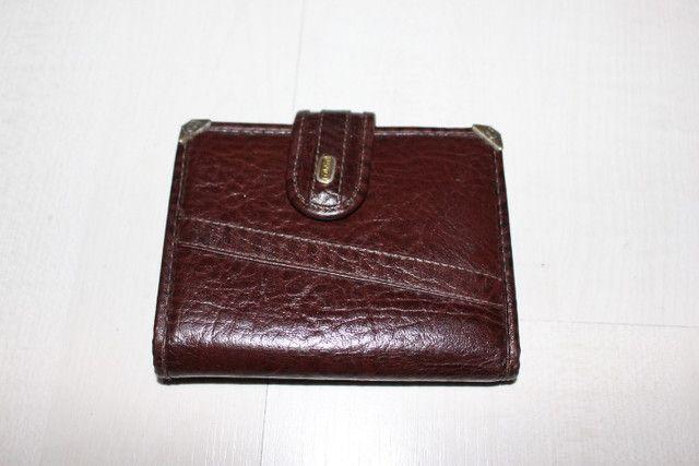 """Vendo-carteira da marca """"tonin"""" em couro legitimo na cor caramelo com metais dourado"""