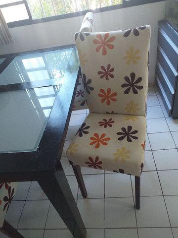 Vendo essa mesa com 4 cadeiras - Foto 2