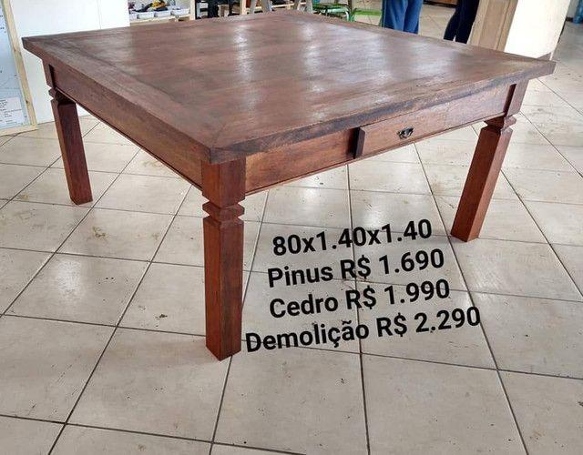 Mesa quadrada toda em madeira maciça - Foto 2