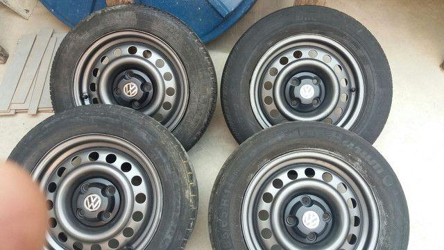 Coquinho aro 14 volks com calotas/ gm pneus rodam bem ainda - Foto 6