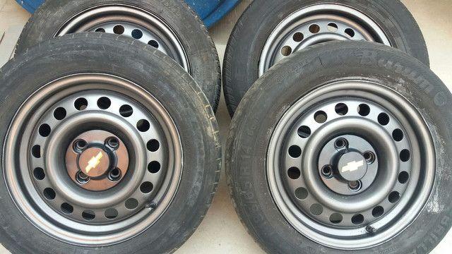 Coquinho aro 14 volks com calotas/ gm pneus rodam bem ainda
