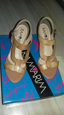 Sandália tamanho 35 - Foto 4