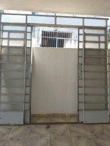 Vende-se 2 portas e 1 janela