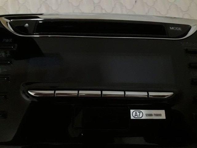 Aparelho de som e moldura - Toyota Yaris (original)- novo - Foto 3