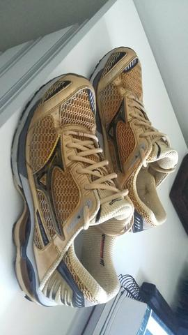 Mizuno Creation 9 dourado