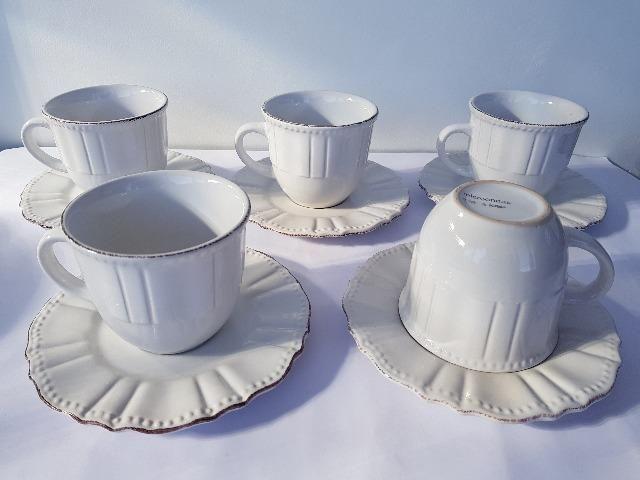 Jogo com 5 xícaras c/ pires para chá branco tipo Renda com borda decorada