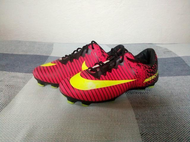d183036575772 Vendo chuteira de trava Nike mercurial (falsa) - Roupas e calçados ...