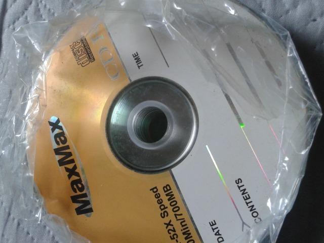 CDs virgens. E um porta cd pequeno
