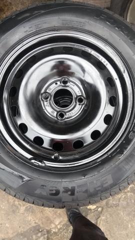 Rodas de Ferro c/ Pneus