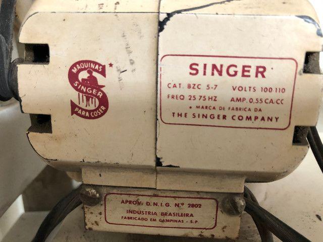 Antiga máquina de costura Singer Facilita - Foto 6