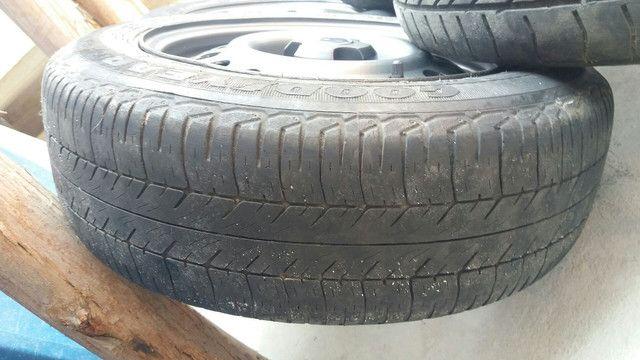 Coquinho aro 14 volks com calotas/ gm pneus rodam bem ainda - Foto 3