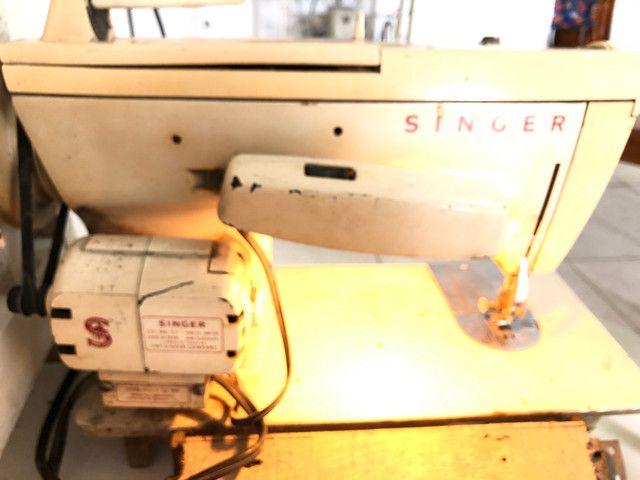 Antiga máquina de costura Singer Facilita - Foto 4