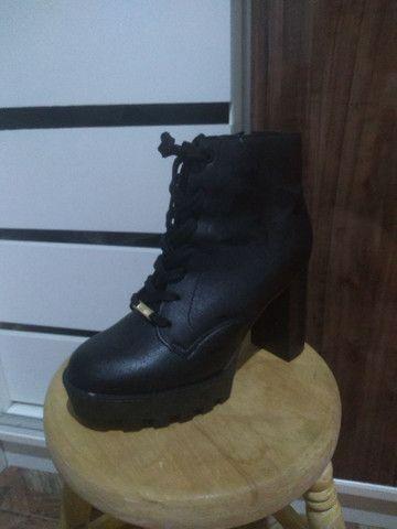 Sapatos número 39 / Jorge Bischoff, Vizzano e Via Marte - Foto 2