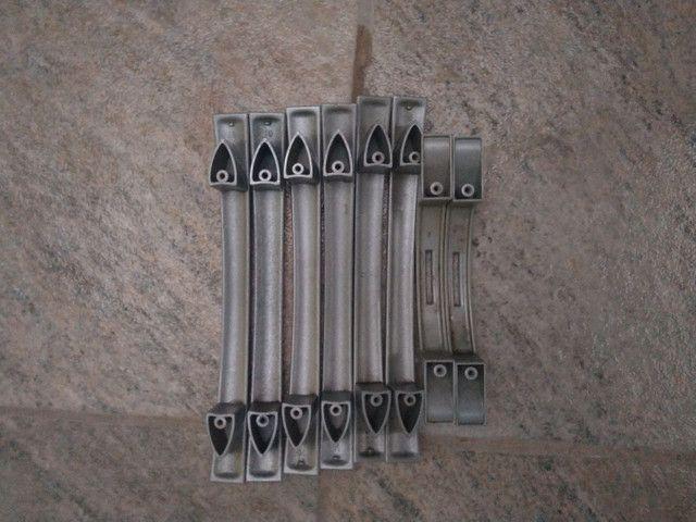 Puxador de gaveta com marcas de uso - Foto 4