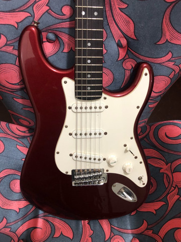 Troco guitarra strato shelter antiga por les paul ou celular bom - Foto 3