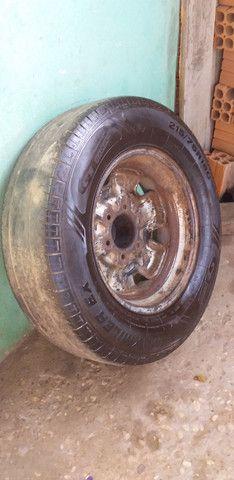 Roda da D20 original com pneus  Meia  vida - Foto 2