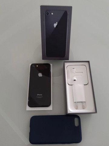 IPhone 8 64GB Cinza com Nota Fiscal - Foto 3