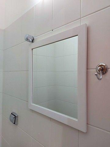 Espelho com borda branca em mdf