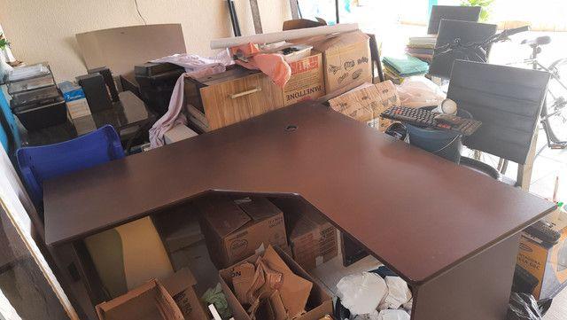 Biro L madeira cor mogno e cadeira secretária  - Foto 2
