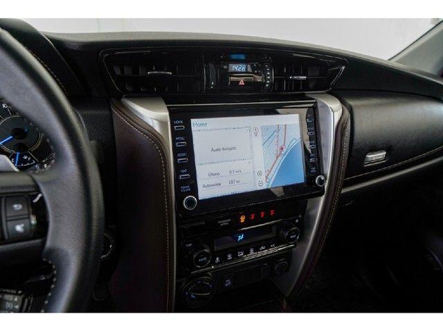 Toyota Hilux Sw4 2.8 SRX 4X4 7 LUGARES 16V TURBO INTERCOOLER DIESEL 4P AUTOMÁTICO - Foto 17