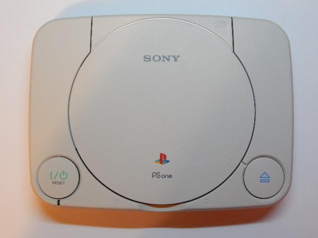 Console Sony PlayStation SCPH-101 (PS1) com defeito