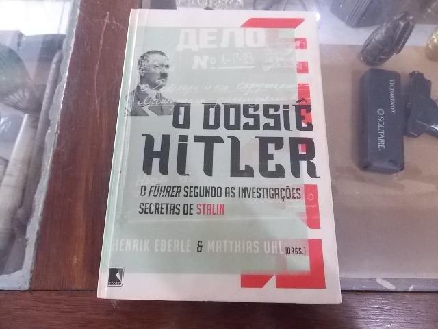 Antigo livro O dossiê Hitler o Fuhrer segundos as investigações secretas de stalin