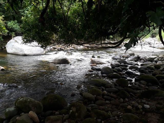 Caetano Imóveis - Terreno escriturado com 4.255m² (possui cachoeira privada dentro) - Foto 4