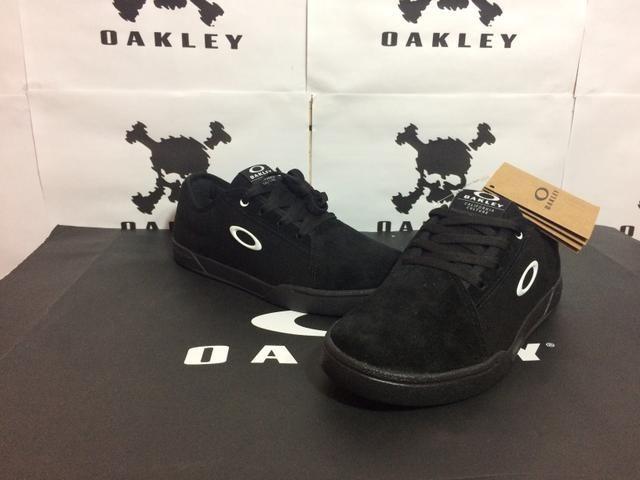 Sapatinho da oakley original - Roupas e calçados - Ceilândia Norte ... f70278bd801