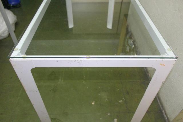 Mesa de Escritório em Ferro e Vidro Branca / Escrivaninha Office - Foto 3