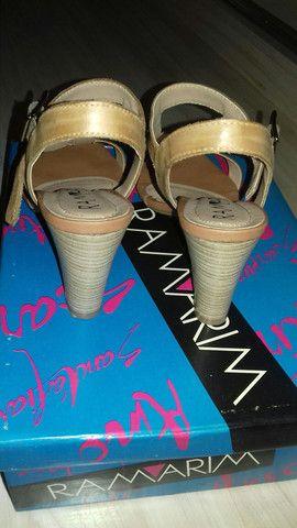 Sandália tamanho 35 - Foto 2