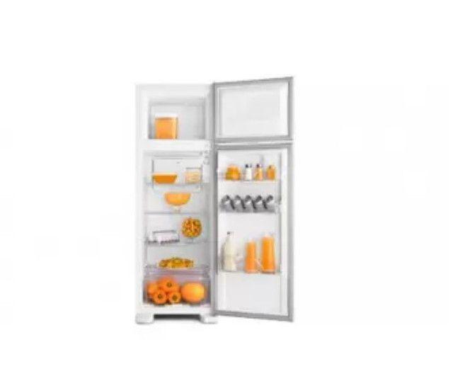 GeladeiraRefrigerador Cycle Defrost Electrolux Branco 260 Litros 110V