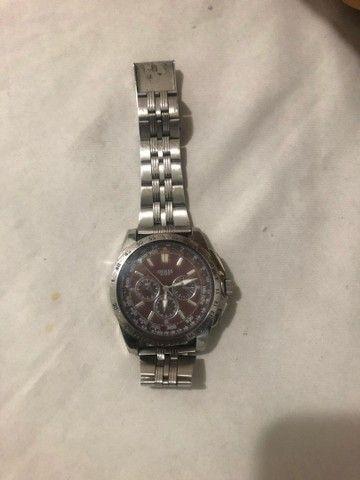 Vendo Relógio marca GUESS fundo marrom. - Foto 5