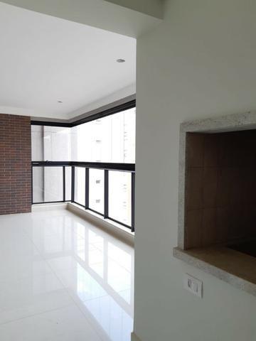 Apartamento andar alto , face sombra, no Edifício Metropolitan com 142 m² úteis, 3 suítes - Foto 14