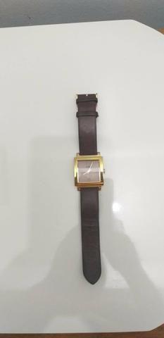 Relógio dourado com pulseira de couro chilli Beans original - Foto 3