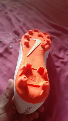 Vendo ou troco chuteira da Nike - Foto 4
