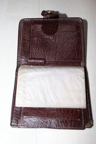 """Vendo-carteira da marca """"tonin"""" em couro legitimo na cor caramelo com metais dourado - Foto 4"""