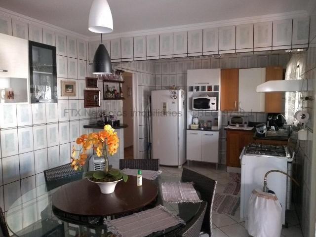 Casa com grande terreno e área gourmet - Flamboyant - Foto 10