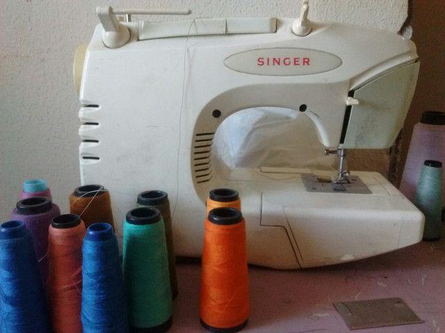 Vende-se máquinas de overloque e Singer - Foto 4