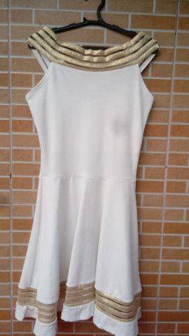 Vestido Chic: branco com dourado - Foto 4