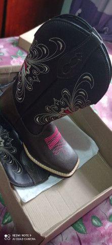 Bota botina texana feminina country em couro  - Foto 5
