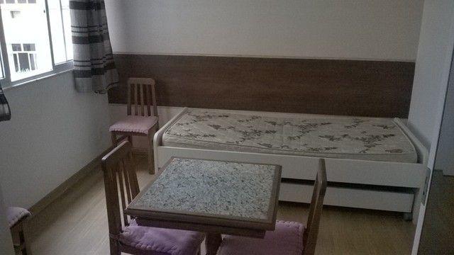 Bicama De Laca e Mesa com 4 Cadeiras Madeira de Demolição