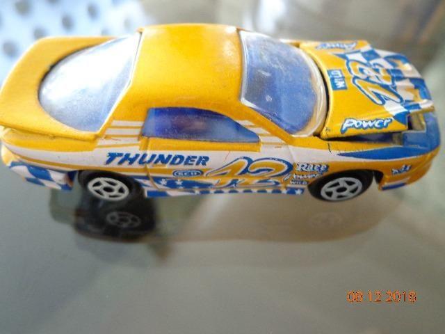 Miniatura Majorette modelo Pontiac Fire Bird, amarelo, nº 212