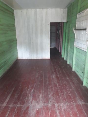 Vende-se esta casa no bairro do Araxá
