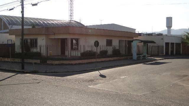 Casa para residencial ou comercial.