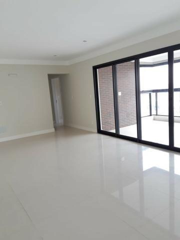 Apartamento andar alto , face sombra, no Edifício Metropolitan com 142 m² úteis, 3 suítes - Foto 9