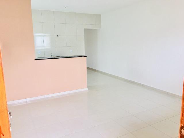 Ent. facilitada linda casa com doc. grátis 2 quartos e 2 suites so casas novas - Foto 5
