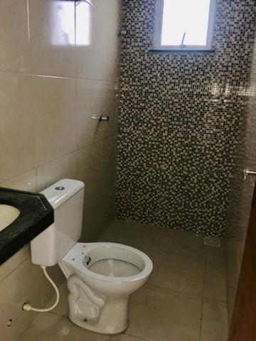 Ent. facilitada linda casa com doc. grátis 2 quartos e 2 suites so casas novas - Foto 12