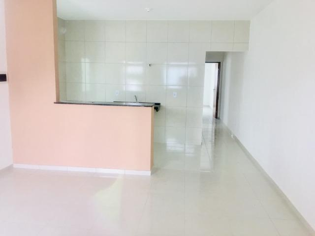 Ent. facilitada linda casa com doc. grátis 2 quartos e 2 suites so casas novas - Foto 4