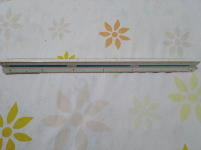 Conjunto de escalímetro com esquadros, compasso e transferidor - Foto 3